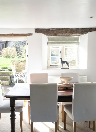 Travel To A Cotswolds Cottage in England