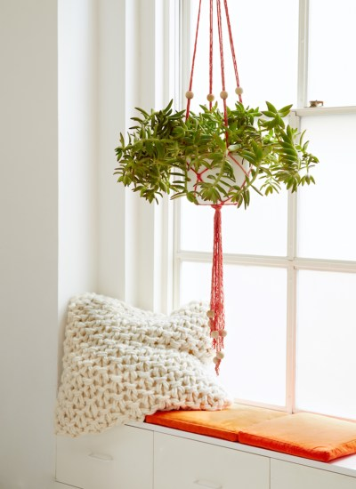 DIY Finger Knit Hanging Plant Holder