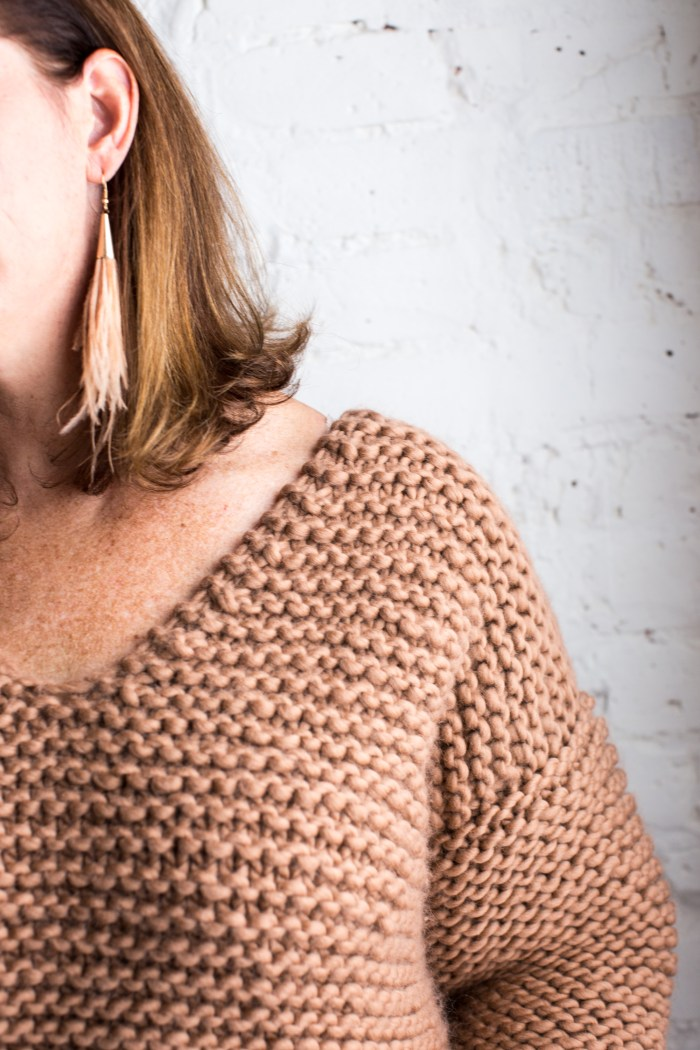 Ribbed neckline detail