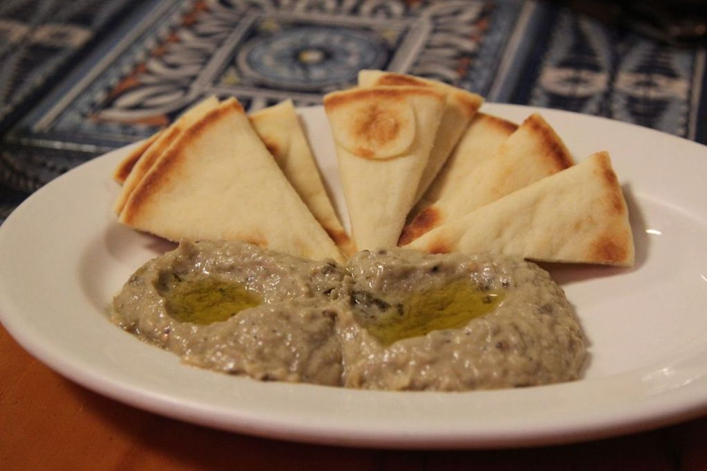 Baba ganoush can be served with extra linseed oil or mix of olive oil or mix extra virgin olive oil and Flax Farm cold-pressed linseed flaxseed oil.