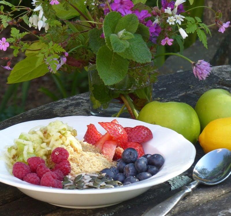 Gluten-free, oat-free, linseed, flax healthy Bircher muesli