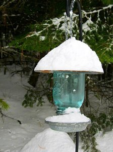 Kirk Willis' Mason jar bird feeder