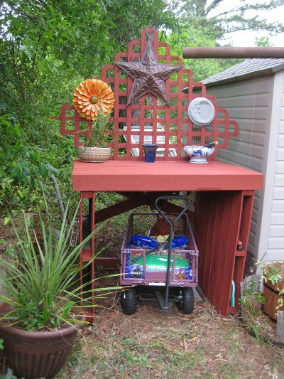 Nell Stelzer's fil made this potting bench