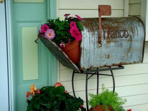Darcy Franco's rusty mailbox