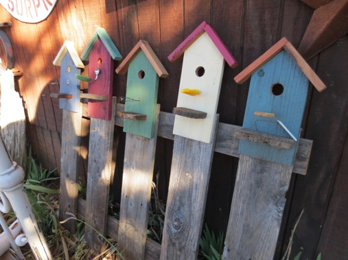 Birdhouse fence
