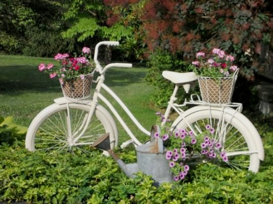 Annie Steen's stunning all white bicycle