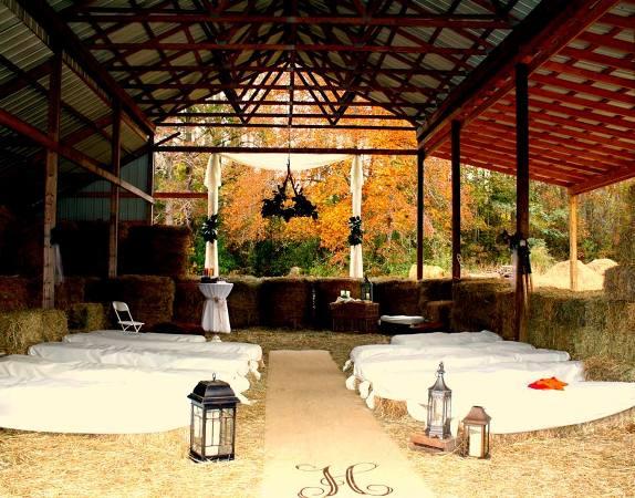 Jody Raines's charming barn wedding scene