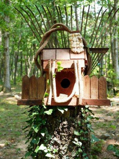 Kathy Hardin's birdhouse holder