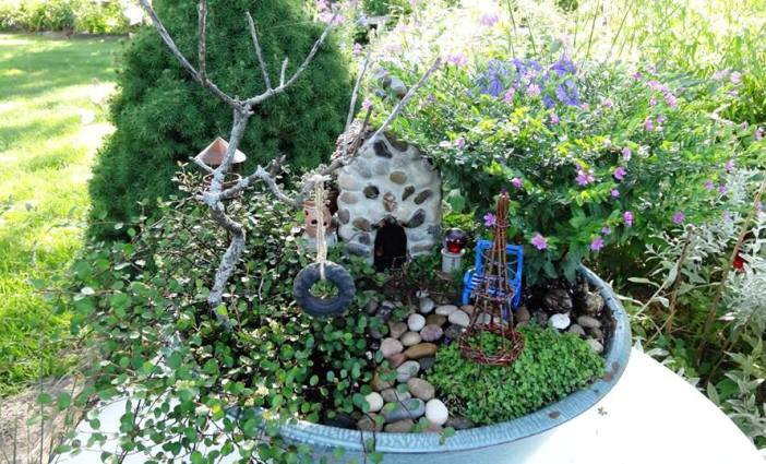 Jean's 'Blue pan' miniature garden, complete with exquisite detail.