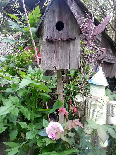 Kelly Dickinson‎ vintage birdhouse