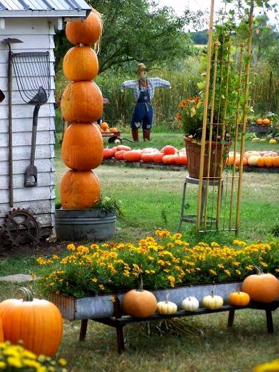 Sue Loring's pumpkin tower