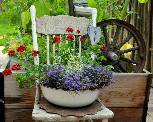 Marie Niemann's chair vignette, looking so pretty!