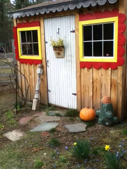The Potting shed.. needs painting