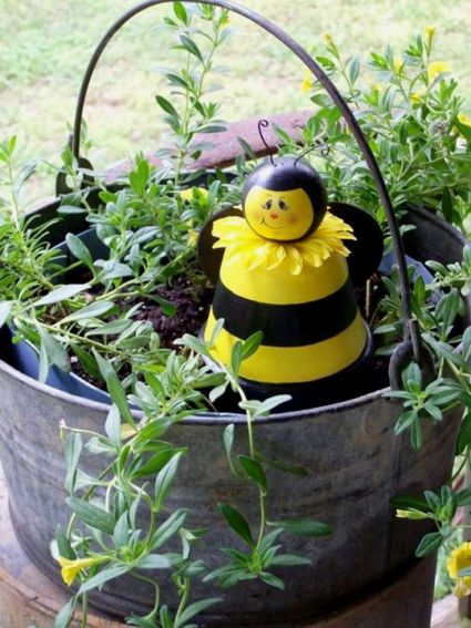 Sue Jordan's painted flower pot bees bees