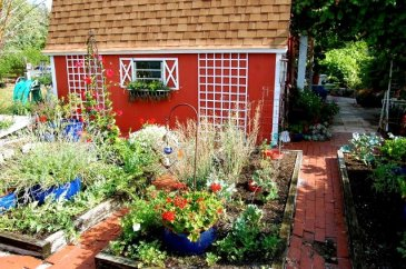 Tanya Goldsmith saw this garden shed on a garden tour
