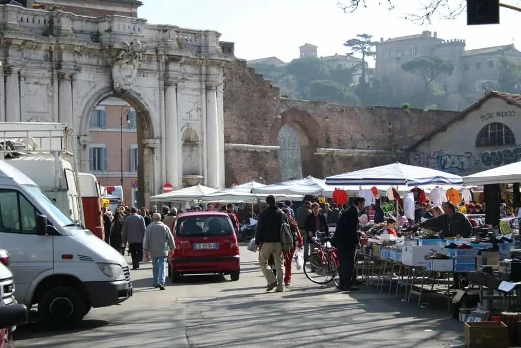 Porta Portese flea market © Daniele Muscetta