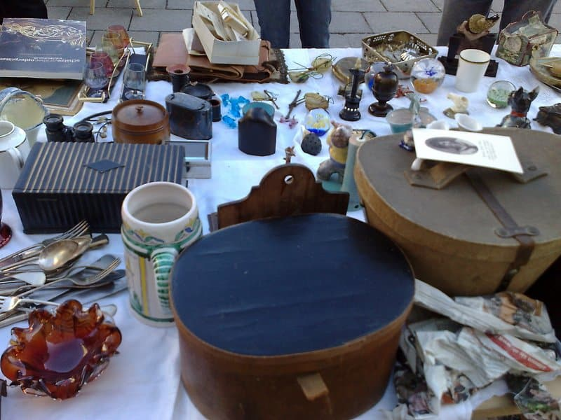 how to sell at flea markets