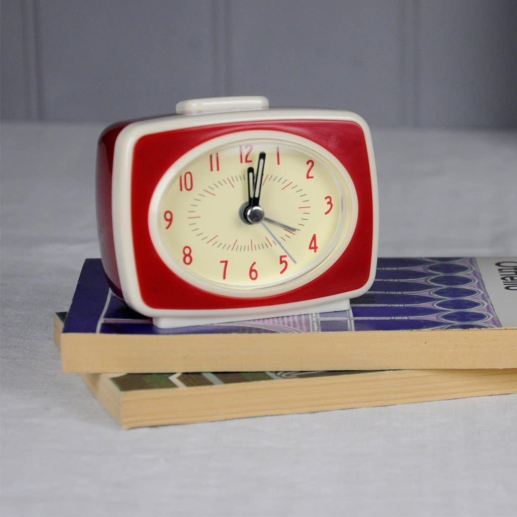 retro-tv-style-red-alarm-clock-24954-lifestyle
