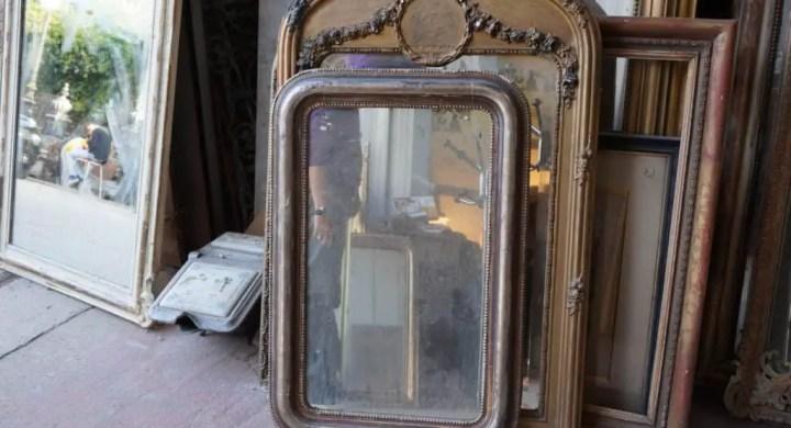 Placing Antique Mirrors © Paris Flea Market