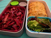 Bento time! Chou rouge, mesclun et Cake poireaux-bleu - Fleanette's Kitchen