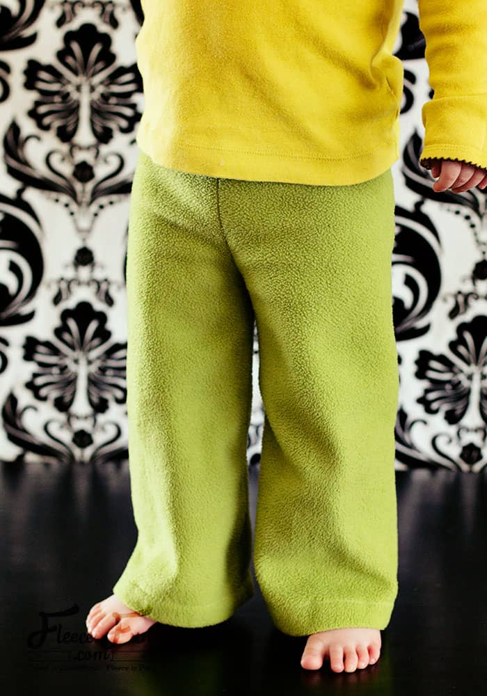Free Child's pants sewing pattern. It comes with a video tutorial - love those! Great DIY idea for winter sewing. Love this fleece sewing project. Perfect free child pants patterns