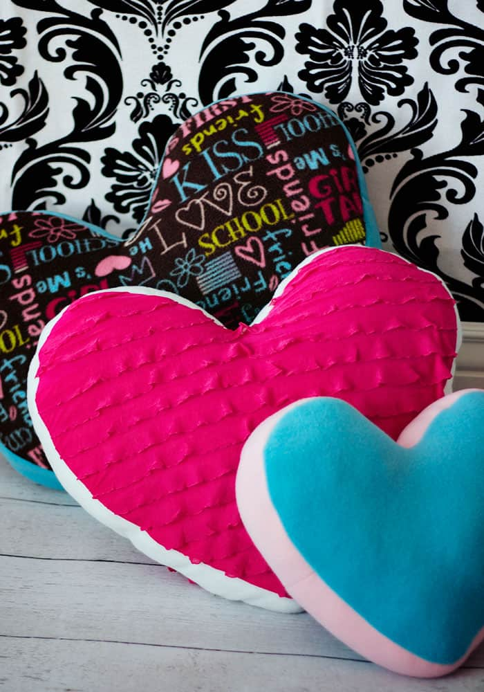 I love this easy to make heart pillow. Looks easy to sew and has a free sewing pattern. Great DIY idea.