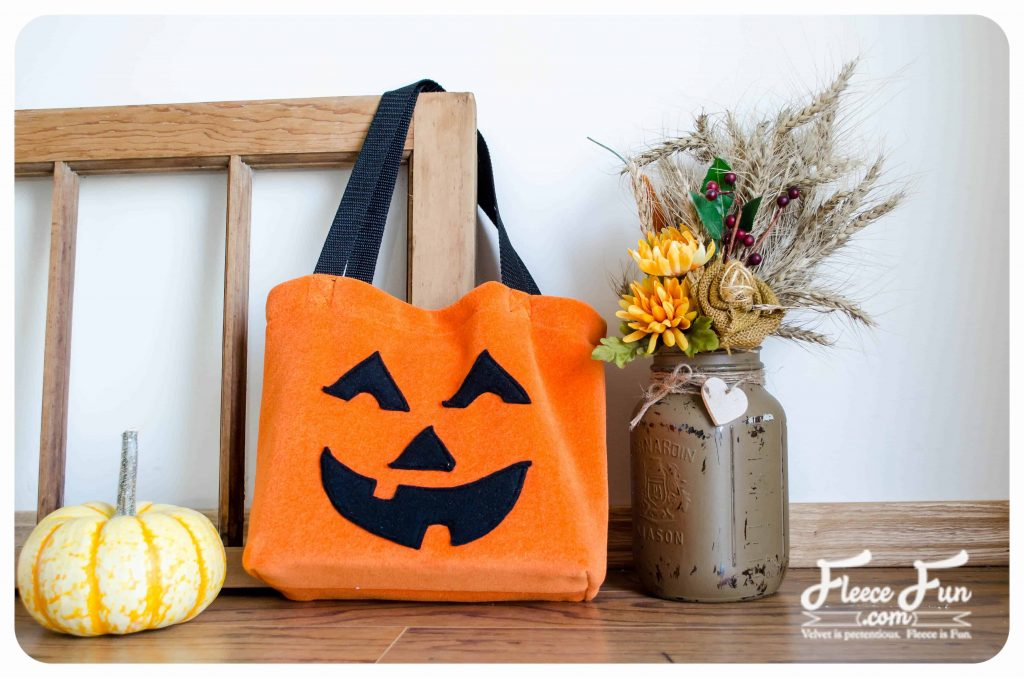 Learn How to make a Halloween Treat Bag with this FREE pattern and easy to follow tutorial. Make a bag that will last several Halloween trick or treatings!