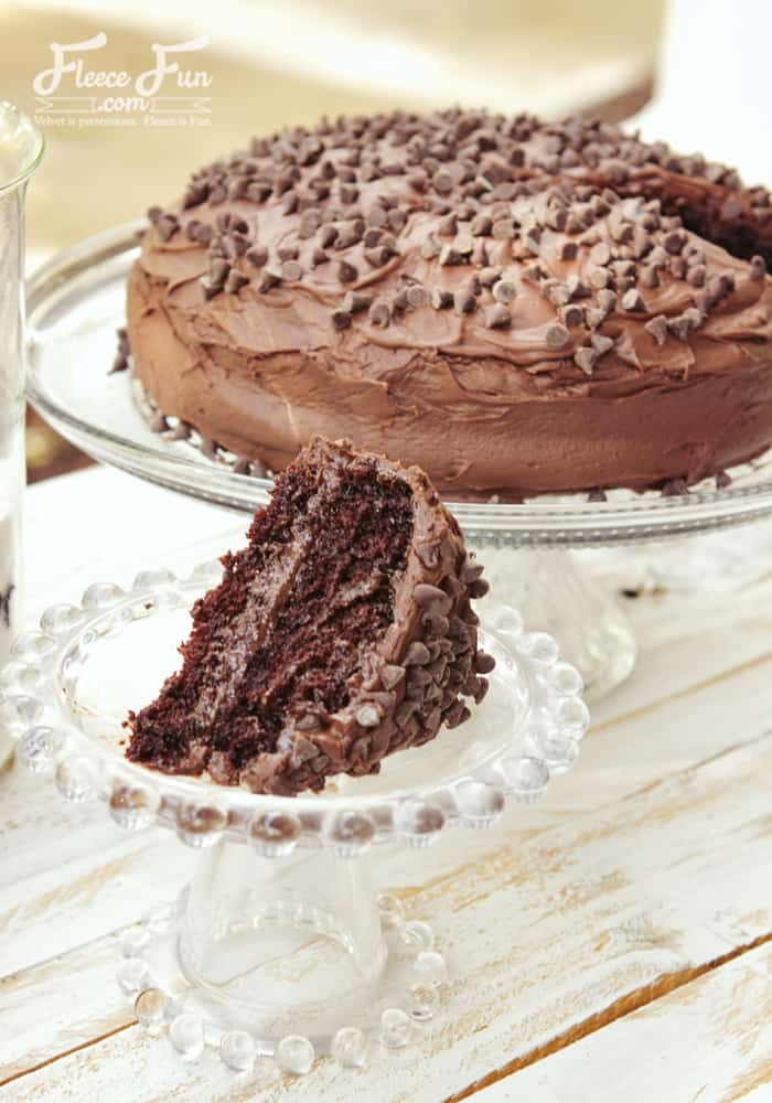 This looks so yummy and it's milk and egg free! Awesome. The ingredients in this cake recipe look inexpensive too.