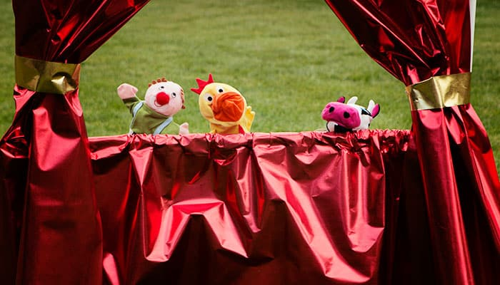 I love this cute little puppet theater! So cute and it can be a kid theater too! Such a great DIY idea for play at grandma's house. I know several kids who love to put on plays and this is perfect for them. I also love how she has a way to store it too!