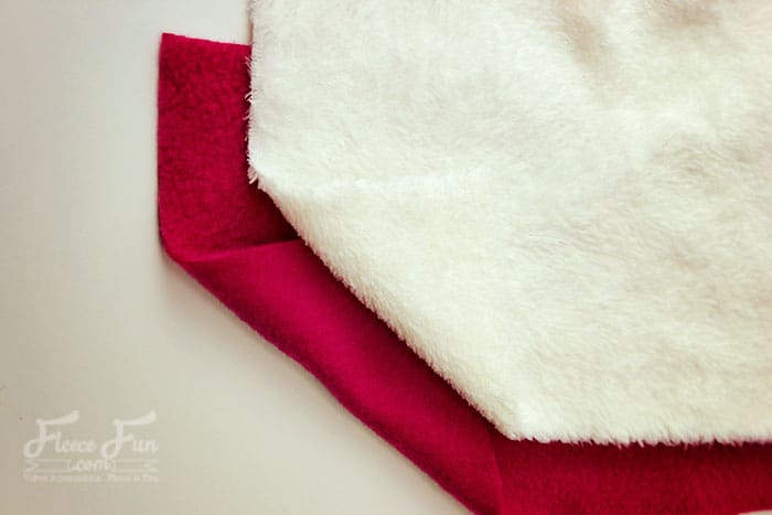 Coral fleece vs Polar fleece: What is the difference between these two fabrics. It's interesting the learn what they have in common and how they can be very different. Great sewing tips to understand the properties of these two fabrics!