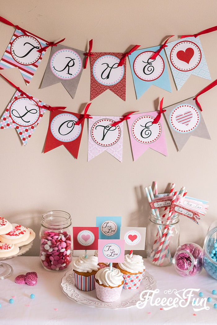 These free Valentines printables are cute and easy to make. Step by step instructions to make a Banner, cupcake wraps and more! #Valetinesday #valentinesdaydecor #valentinesdaydiy #valentinesbanner #valentinesdayfree #valentinesdayprintables
