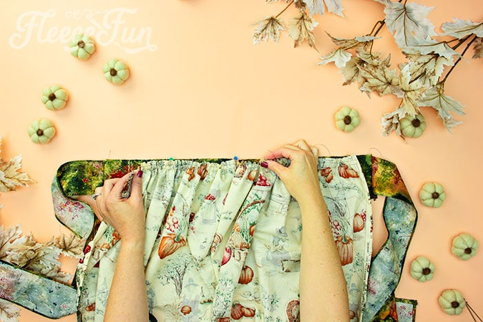 skirt gathered to match the bodice. This Free apron pattern and tutorial includes a pdf pattern and video! Make a vintage style apron that is chic.