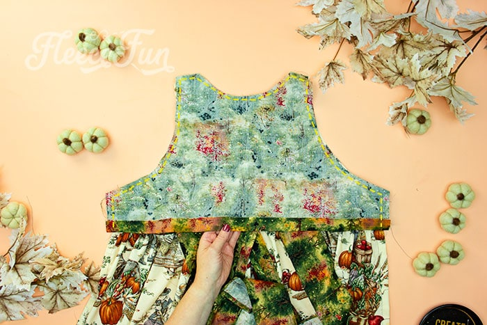 sew on bodice. This Free apron pattern and tutorial includes a pdf pattern and video! Make a vintage style apron that is chic.