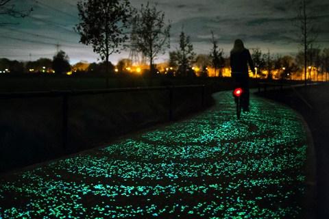 Mobilità sostenibile: La strada del futuro a pannelli solari nasce in Olanda