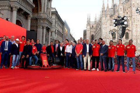 Milano piazza Duomo si tinge di rosso per i 90 anni di emozioni Ferrari