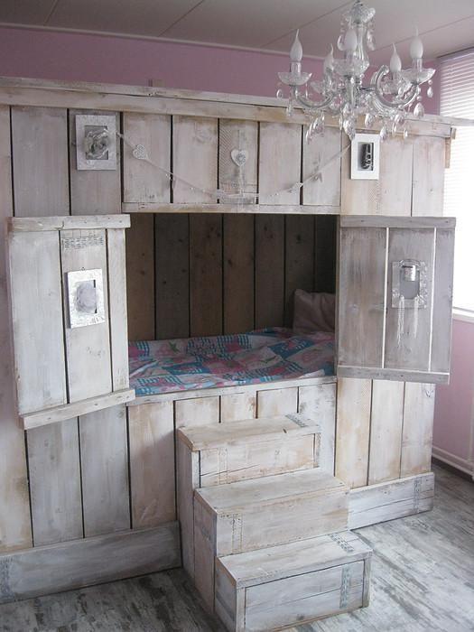 Lide dco du samedi  un lit cabane avec des palettes  Floriane Lemari
