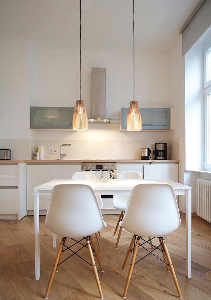 eames style plastic chair oak pressed back kitchen chairs projecteur sur des cuisines contemporaines et épurées - floriane lemarié