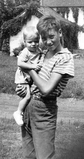 Flemming holding Anna, c. 1939