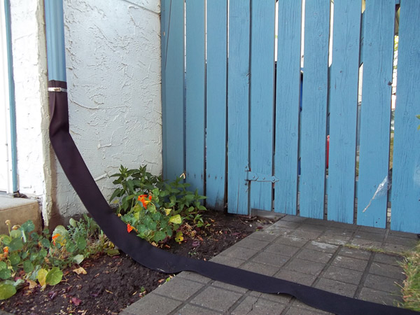 Flexible Downspout for Eavestrough and Gutters