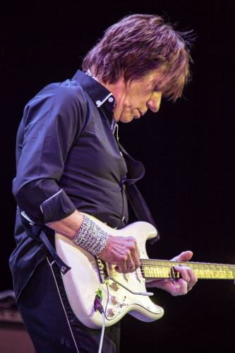 Jeff-Beck-Colin-Hart-BluesFest2016-1.jpg?fit=333%2C500