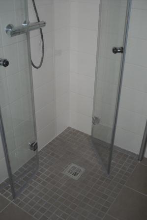 5 bodenebene Dusche mit Falttr  Fliesen Fieber