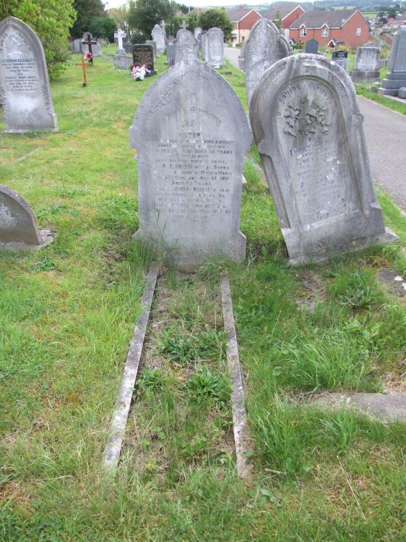 Peter and Catherine Ann's headstone (and transcription) upon which sons Jack and Thomas are also remembered. (n.b. Catherine Ann's name is not inscribed on the headstone. The information relating to Catherine, in the transcription was taken from the burial register)