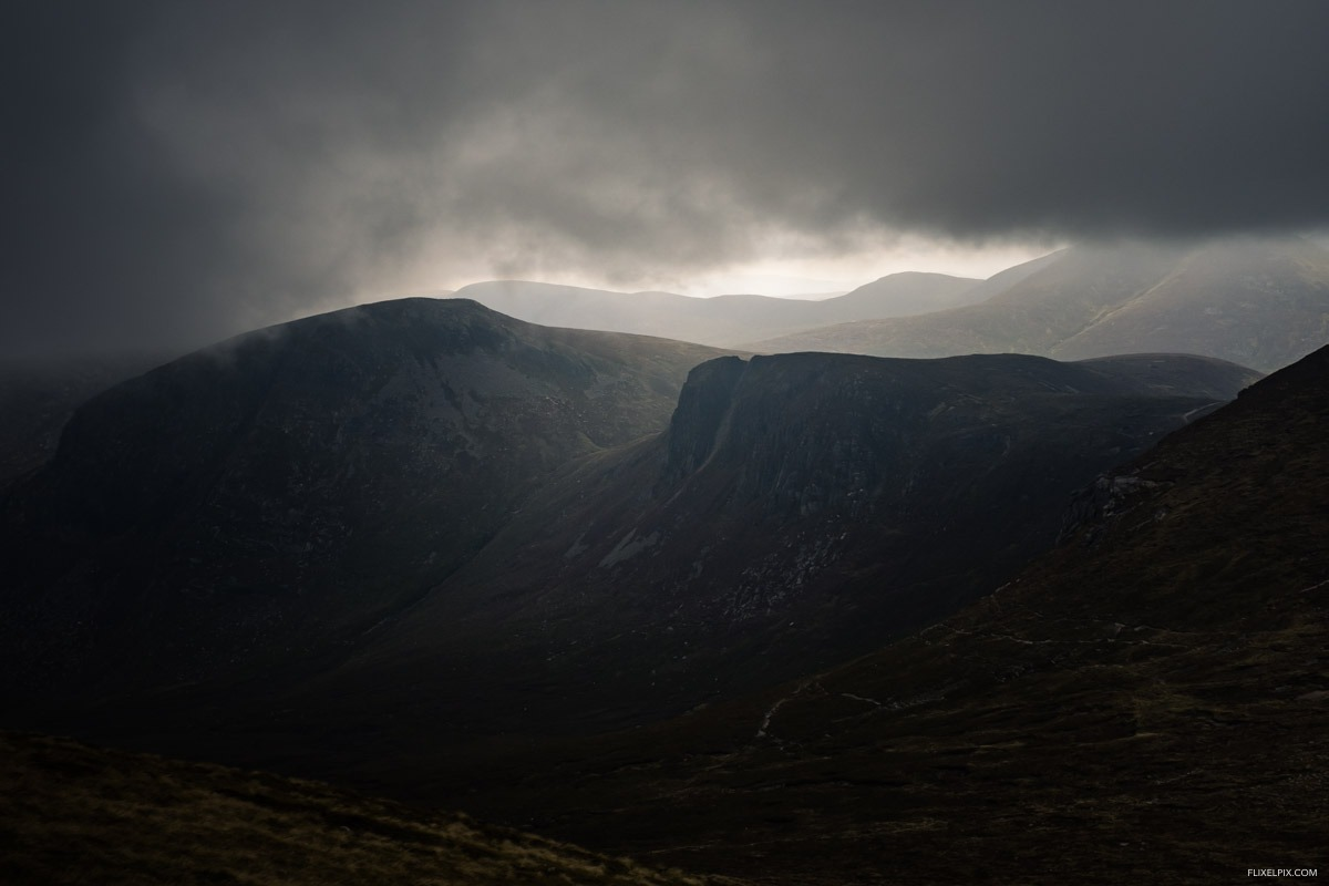 The view to Bearnagh didn't last long, the devil's coachroad in the foreground.