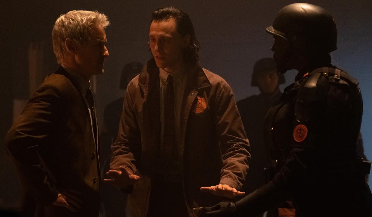 Loki with Mobius investigating