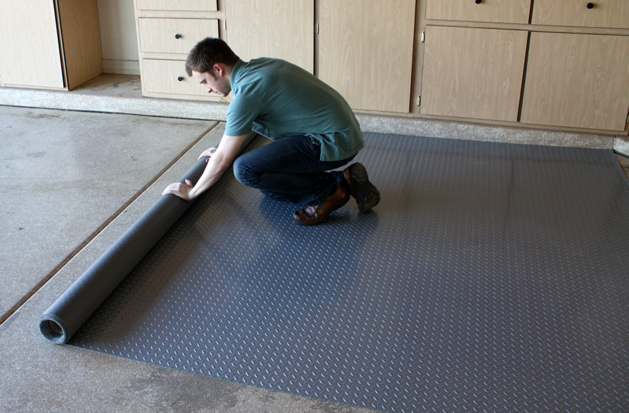 The best garage flooring of 2018 6 garage flooring ideas for Garage floor maintenance