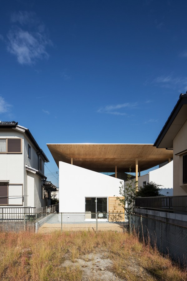 Design Office And Floating Roof House In Kobe