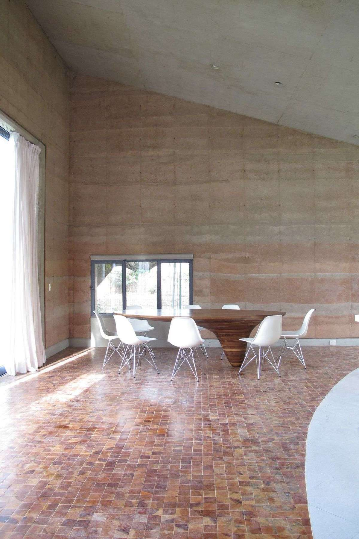 Tatiana Bilbao rammedearth house in Ajijic  Floornature