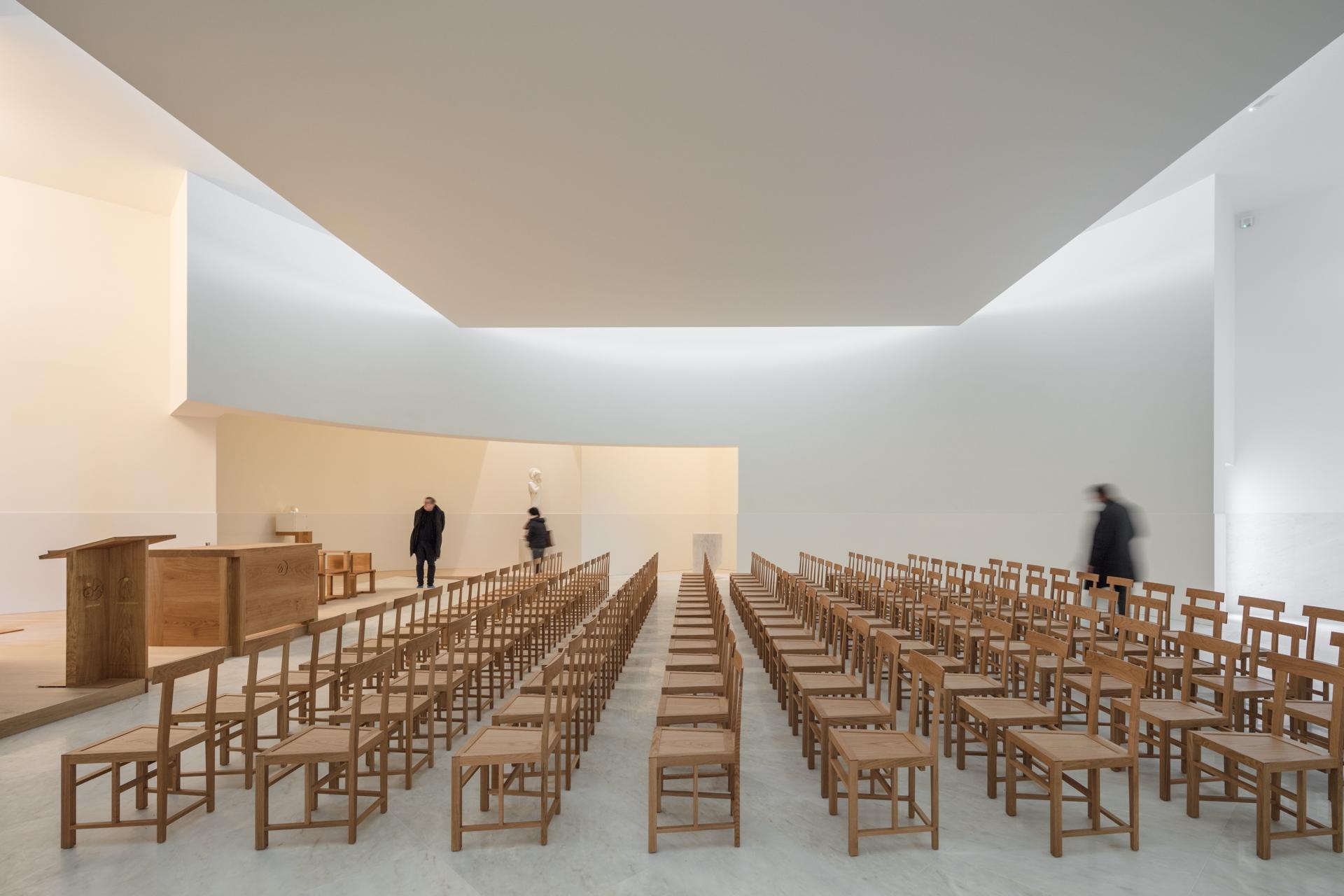 Alvaro Siza a white concrete church in Brittany