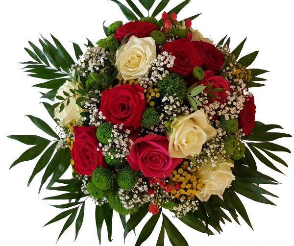 Frischer Blumenstrau mit bunten Rosen