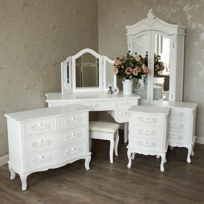 Pays Blanc Range Antique White Closet Furniture Bundle